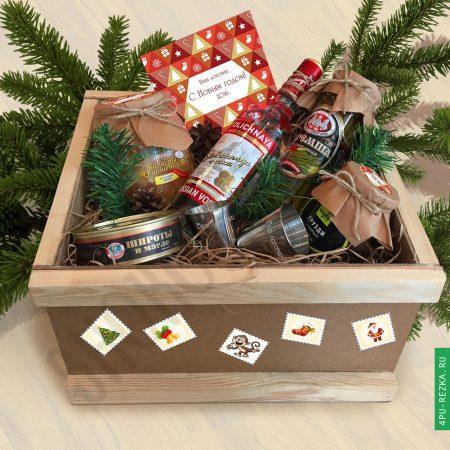 Деревянный ящик для подарков