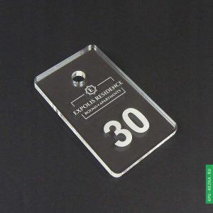 Номерки из оргстекла на заказ с логотипом